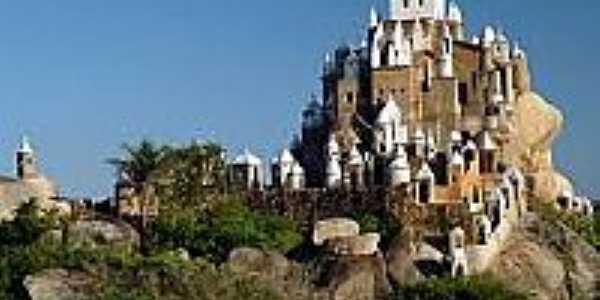 Castelo na Serra da Tapuia-Foto:blogdoedgleysn