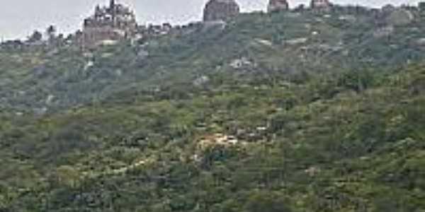 Castelo no topo da Serra-Foto:jessicamendescaraubas