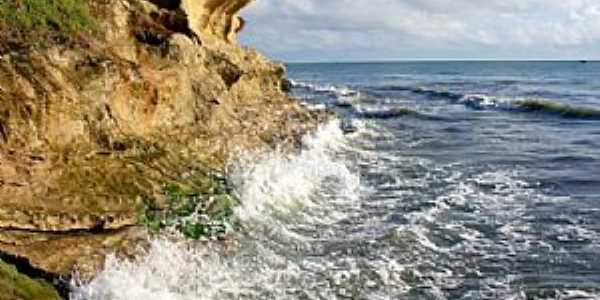 Tibau-RN-Ondas no paredão de rochas-Foto:Eduardo Figueiredo de Macedo
