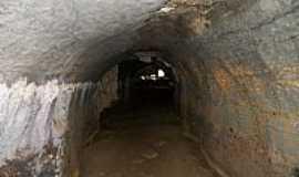 Iuiu - Iuiú-BA-Atalho de galeria da Gruta Toca Valada-Foto:rakpleiade
