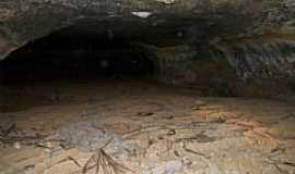 Iuiu - Iuiú-BA-Entrada da Gruta Toca Valada-Foto:rakpleiade
