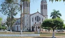 Guajará Mirim - Guajará Mirim-RO-Praça e Catedral de N.Sra.do Seringueiro-Foto:Julio de Ramos