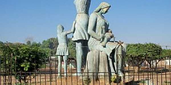 Guajará Mirim-RO-Monumento às Mães-Foto:Julio de Ramos