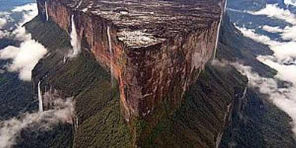 Uiramutã-RR-Monte Roraima-Foto:bosskitiara.wordpress.com