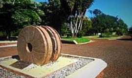 Alegria - Monumento na praça central de Alegria-Foto:Diogo Radons