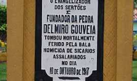 Delmiro Gouveia - Delmiro Gouveia-AL-Detalhe da placa do Monumento à Delmiro Gouveia-Foto:RICARDO SABADIA