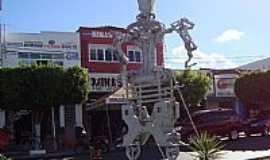 Delmiro Gouveia - Delmiro Gouveia-AL-Figura feita de ferro em praça pública-Foto:Walter Fernandes Lei…