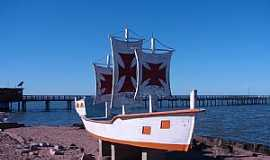 Arambar� - Arambar�-RS-Monumento da Plataforma de Pesca-Foto:Henrique de BORBA