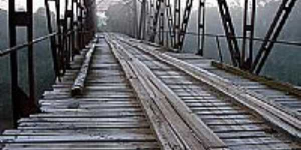 Ponte de Ferro-por Felipe Manfroi