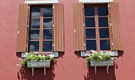 Bento Gonçalves - Detalhe na janela da Vinícola Dom Laurindo em Bento Gonçalves-RS-Foto:Romão