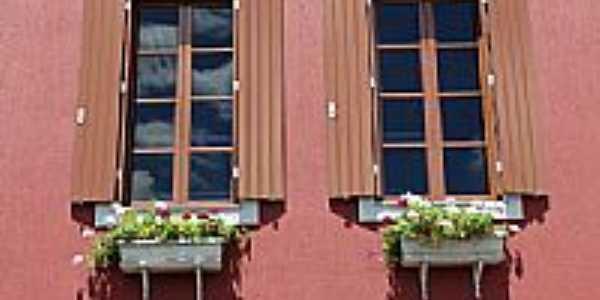 Detalhe na janela da Vinícola Dom Laurindo em Bento Gonçalves-RS-Foto:Romão