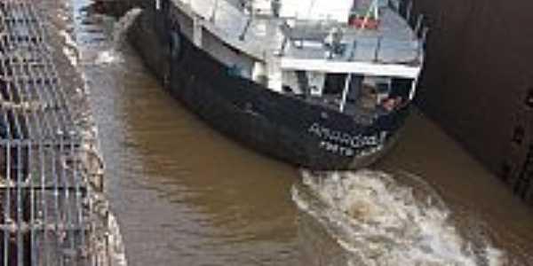 Bom Retiro do Sul-RS-Barco passando pela Eclusa-Foto:Josias Porciuncula Obes