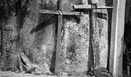 Dois Riachos - Dois Riachos-AL-Cruzes na Pedra de Padre C�cero-Foto:Luiz S�vio de Almeida.