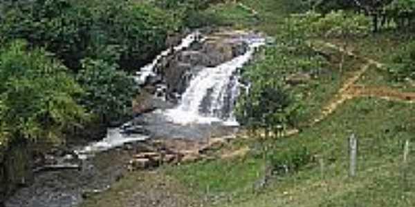 Uma das inúmeras cachoeiras do Rio Jiquiriça em Jiquiriça-BA-Foto:Pedrojmf