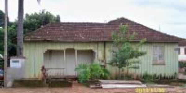 Casa Antiga, Por Neury João Moretto