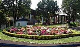 Chiapeta - Chiapeta-RS-Arranjos Florais na praça central-Foto:turismo.rs.gov.br