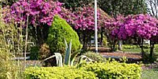 Chiapeta-RS-Flores na praça central-Foto:turismo.rs.gov.br