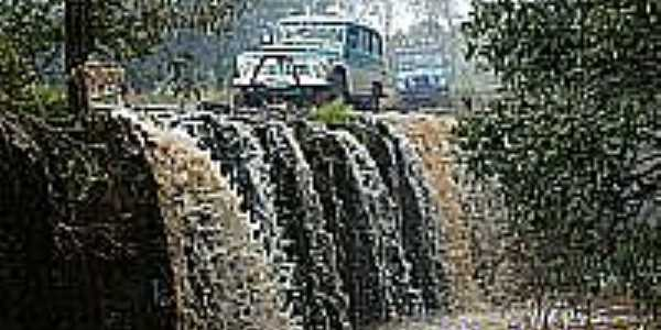 Esporte radical sobre a cachoeira em Condor-Foto:EMERSON[Inema]