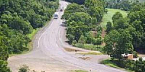 Rodovia BR 153 em Coronel Teixeira-Foto:Auri Brandão