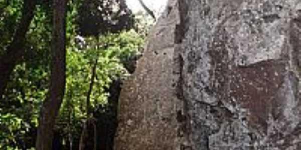 Cotiporã-RS-Paredões de Pedra-Foto:Adao Wons