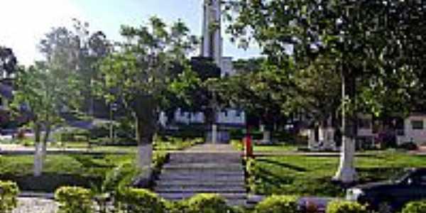 Praça e Igreja por Wagner Hertzog