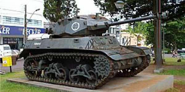 Erechim-RS-Tanque de Guerra na Pra�a central-Foto:Eduh ZM