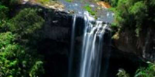 Cascata Salto Ventoso. Um dos cenários do filme o Quatrilho, Por Francielli Maffei