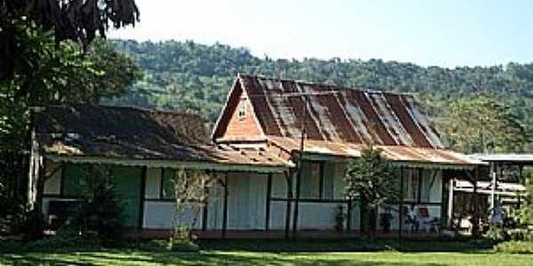 Feliz-RS-Casa em estilo Enxaimel na Localidade de Vale do Lobo-Foto:www.terragaucha.com.br
