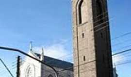 Flores da Cunha - Igreja de N.Sra.de Lourdes e Torre de Pedra em Flores da Cunha-Foto:Mica Chemello