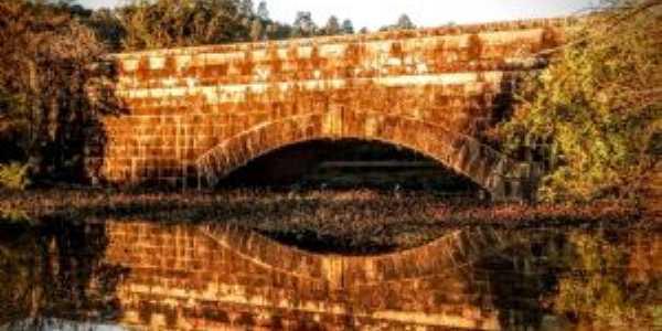 Ponte de pedra, Por Caio Maffazzioli