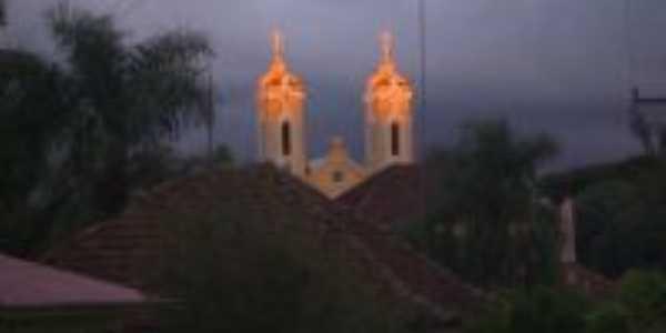 Raios solares nas torres da Igreja Matriz, Por gilmar carelli