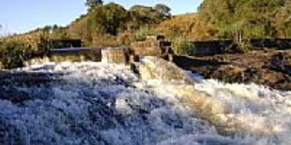 Cachoeira no Rio Quatipi em Gentil-Foto:dado5450