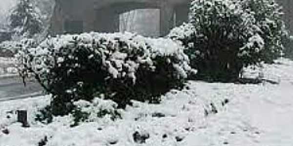 Imagens da cidade de Gramado/RS com queda de neve - Julho/2021