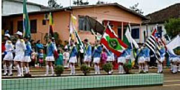 Desfila 7 de Setembro em Gramado dos Loureiros-Foto:P.M.