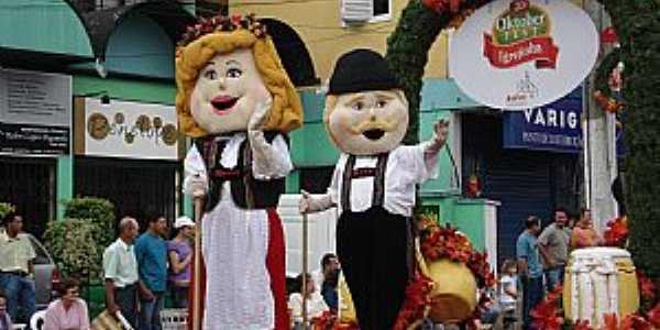 Igrejinha-RS-Desfile da Oktoberfest-Foto:pt.wikipedia.org