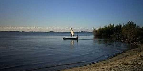 Ilha dos Marinheiros-RS-Margem da Lagoa dos Patos na Ilha-Foto:Ubirajara Cruz