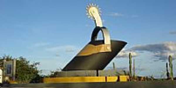 Lagoa Real-BA-Monumento ao Vaqueiro-Foto:leocardosolobo
