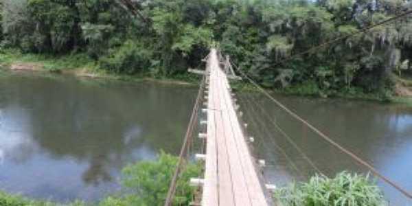 ponte pensil sobre o rio Três Forquilhas., Por Marssis
