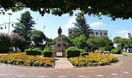 Júlio de Castilhos - Julio de Castilhos-RS-Praça central e o Monumento de Julio de Castilhos-Foto::Ubirajara Buddin Cruz