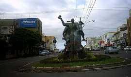 Lajeado - Monumento ao trabalhador, Lajeado RS - Por Ubirajara Buddin Cruz