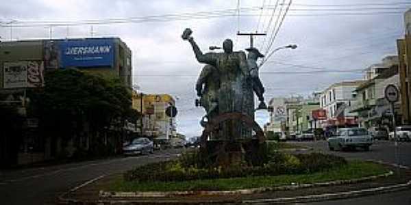 Monumento ao trabalhador, Lajeado RS - Por Ubirajara Buddin Cruz