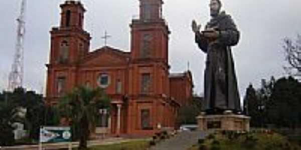 Igreja Matriz de N.Sra.do Ros�rio e Monumento de Frei Te�filo em Machadinho-Foto:Levi Vladimir Both