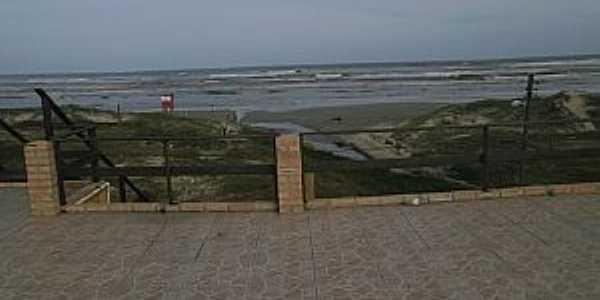 Magistério-RS-Descendo para a praia-Foto:www.junglekey.pt