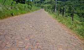 Mariano Moro - Calçamento em estrada do interior-Foto:Auri Brandão