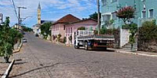 Monte Belo do Sul-RS-Rua central com a Igreja ao fundo-Foto:ANELISE KUNRATH