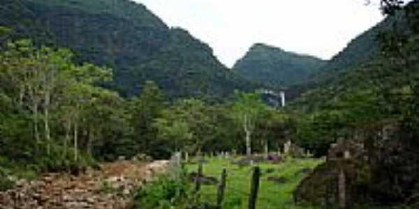 Cascata Pedra Branca ao fundo-pcrapaki