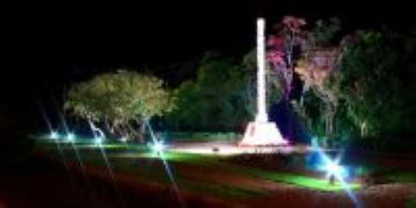Obelisco de Livros, Por FABIOMAR KOLLING