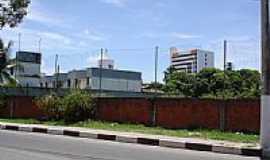 Lauro de Freitas - Rodovia e parcial da cidade de Lauro de Freitas-BA-Foto:cerrado