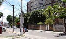 Lauro de Freitas - Rua central de Lauro de Freitas-BA-Foto:cerrado