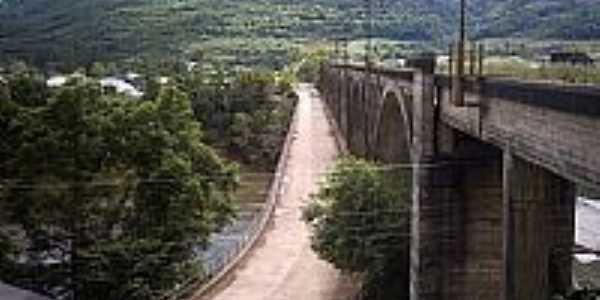 Muçum-RS-Ponte e Viaduto-Ferrovia do Trigo-Foto:Ubirajara Buddin Cruz
